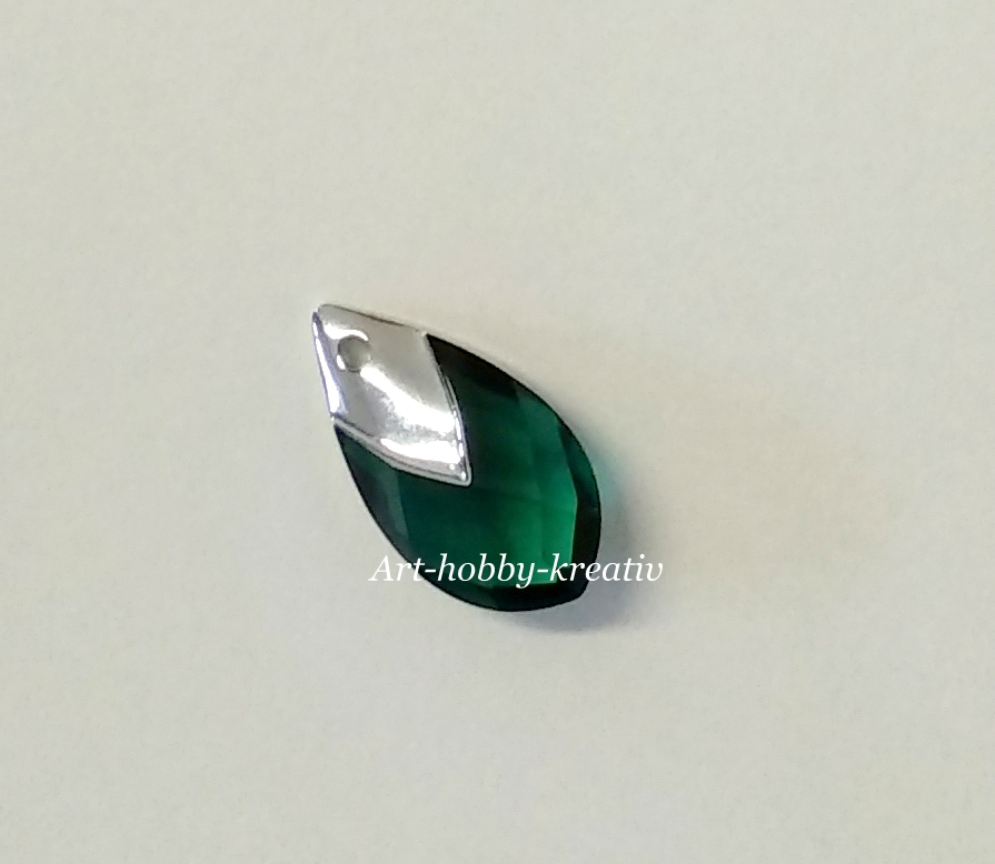 Swarovski Met Cap Pear - Emerald Light Chrome, 22 mm